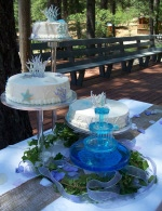 Fondant starfish with a glorious sea-colored fountain and crystal pillar system